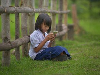 girl mobile phone