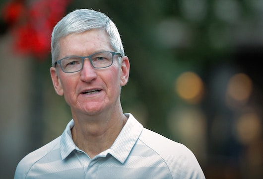 Apple CEO warns President about China tariffs and Samsung
