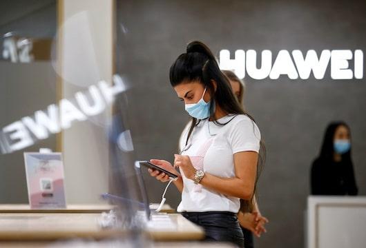 Despite sanctions, Huawei plans return to smartphone 'throne'